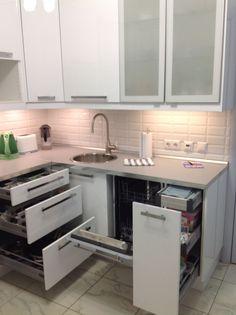 Пару дней как установили новую кухню...я так довольна ею..правда еще не куплены холодильник, духовка и СВЧ, но места для них подготовлены))nеще не...