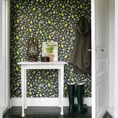Sandberg Wallpaper, Amalfi, I am not in any way a fan of wallpaper but, I am in with this. Amalfi, Creating An Entryway, Bold Wallpaper, Hallway Wallpaper, Graphic Wallpaper, Wallpaper Patterns, Inspiration Boards, Decoration, Cute Wallpapers