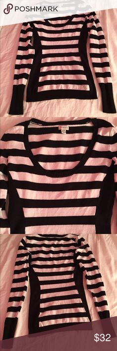 Guess black & white striped sweater Guess black & white striped sweater Guess Tops Tees - Long Sleeve