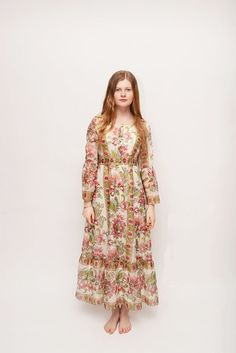 This amazing vintage 70s floral dress is truly beautiful and perfect for a wedding, prom, or festival. It has a zipper down the back and is