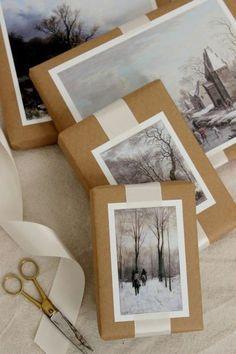 Le DIY du jour pour emballer ses cadeaux de Noël ❄️ : scotcher sur le papier kraft des photos noir & blanc de paysages hivernaux. On aime ! #emballage #cadeau #noel