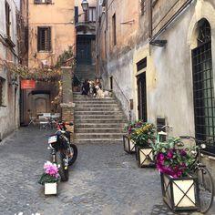 Muito simpático. #roma #rome #receitaitaliana #receitas #receita #recipe #ricetta #cibo #culinaria #italia #italy #cozinha #belezza #beleza #viagem #travel #beauty #charm #charme #cute