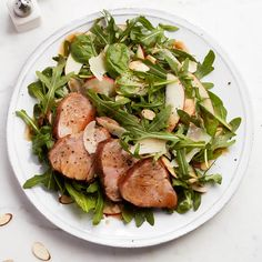 Slathered in Montreal-steak spice, these oven-roasted pork medallions are served on a bed of arugula and apple salad for a healthy weeknight meal. Apple Recipes, Pork Recipes, Cooking Recipes, Salate Im Winter, One Pan Pasta, Pork Roast In Oven, Rotisserie Chicken Salad, Pork Medallions, Essen