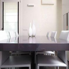 Il tavolo è stato progettato e realizzato su misura dagli artigiani della Semprelegno con una base in cristallo fumè e piano in laccato grigio lucido. #Semprelegno #falegnameria #Arredamento #mobili #sumisura #design #cucinamoderna #zonapranzo #colazione #mobile #design #furniture #custom #bespoke #designdiningroom #modern #diningroom #designfurniture #interiors #interiordesign #homedecor #homedecorating #interiordesigninspiration #madeinitaly #designtable #custommade #living…