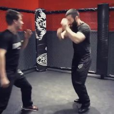 Fight Techniques, Krav Maga Techniques, Martial Arts Techniques, Self Defense Techniques, Martial Arts Videos, Muay Thai, Self Defense Moves, Self Defense Martial Arts, Gym Workout Videos