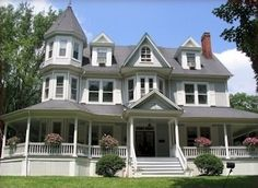 King's Victorian Inn Bed and Breakfast, Hot Springs, Virginia Victorian Bed, Victorian Homes, House Wrap Around Porch, Three Story House, Historic Homes For Sale, Old Mansions, Facade House, Hot Springs, Bed And Breakfast