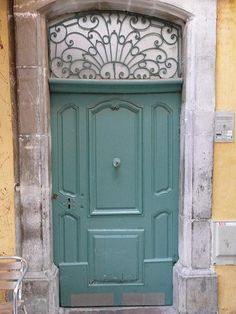 dans la vieille ville de Hyéres dans le Var en France