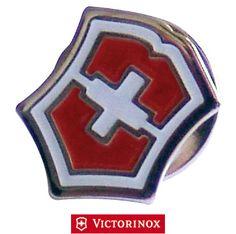 VICTORINOX PIN LOGO VICTORINOX http://www.decariashop.it/victorinox-gadget/18868-victorinox-pin-logo-victorinox-7611160404404.html