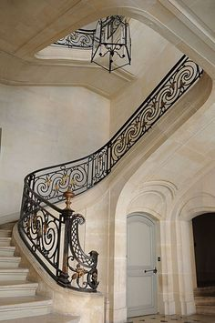 Luxury Staircase, Grand Staircase, Front Stairs, House Stairs, Stairs To Heaven, Flur Design, Feature Wall Design, Marble Stairs, Home Stairs Design