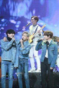 Bambam: yugyeom is mine yugyeom: but i love jungkook Jungkook: ilyt yugyeom Bambam: -_- but you can't have yugyeom jungkook, he's mine! Youngjae, Yugyeom Jungkook, Taehyung, Got7 Bambam, Kim Yugyeom, Bts Bangtan Boy, Jimin, Seokjin, Namjoon