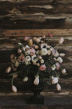Centerpiece with ranunculus, anemone, tulips. Floral decoration.  Flower design: Skillad floral design Photographer: Matilda Söderström