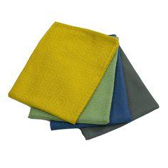 Een theedoek hoeft niet perse saai te zijn. De Inka collectie van KOOK bevat 4 vrolijke kleuren en hebben een leuke print. De theedoeken hebben een afmeting van 60 x 65 cm en zijn gemaakt van katoen, dit materiaal zorgt ervoor dat de theedoeken zacht aanvoelen en snel absorberen. Je krijgt gewoon bijna zin om af te drogen! Prints