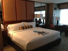 Hotels, Motels & Accommodations Tips Visit Las Vegas, Las Vegas Hotels, Mgm Grand Las Vegas, Hotel Stay, Hotels And Resorts, Wellness, Rooms, Business, Bed