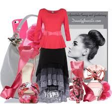 Cute pink & black outfit. Love the tiered skirt.