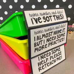 I started implementing this turn in system a few years back with my students. 👏🏻 I explain the importance of self assessment at the beginning of the year and teach my students to be more self aware when they're turning in their work. 🤓 It takes a few weeks, but students genuinely feel comfortable with choosing the right bin. 👌🏻 It's also helpful for me! My papers are already separated when I go to grade them, and it makes it easier for me to pin point my kiddos who may need additional supp Classroom Organisation, Teacher Organization, Classroom Design, Classroom Management, Classroom Decor, Year 3 Classroom Ideas, Classroom Libraries, Classroom Layout, Organisation Hacks