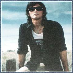 Koshi Inaba * B'z ~ sooo cool ~ Elegant Man, Wayfarer, Mens Sunglasses, Style, Swag, Men's Sunglasses, Outfits