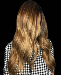 Long Wavy Ash-Brown Balayage - 20 Light Brown Hair Color Ideas for Your New Look - The Trending Hairstyle Gold Brown Hair, Brown Hair Cuts, Brown Hair Looks, Brown Hair With Highlights, Light Brown Hair, Dark Hair, 2015 Hair Color Trends, Hair Color 2017, Hair Color Shades