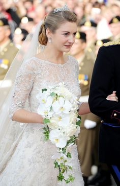 Countess Stephanie de Lannoy Wearing an Elie Saab Wedding Dress to Marry Prince Guillaume Of Luxembourg Famous Wedding Dresses, Royal Wedding Gowns, Royal Weddings, Wedding Veils, Wedding Bouquet, Dress Wedding, Lace Wedding, Wedding Ceremony, Celebrity Wedding Photos