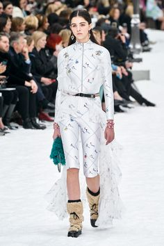 Fashion bids farewell to Karl Lagerfeld in his final show for Chanel during Fall 2019 Paris Fashion Week. Fashion Week, Runway Fashion, High Fashion, Womens Fashion, Fashion Trends, Paris Fashion, Review Fashion, Fashion Inspiration, Fall Collection