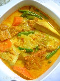 Kitchen: Lontong Sayur Lodeh/Mix Vegetable in Coconut Broth Spicy Recipes, Curry Recipes, Asian Recipes, Vegetarian Recipes, Cooking Recipes, Indonesian Recipes, Indonesian Cuisine, Vegetarian Curry, Asian Foods