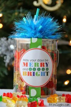 "Merry & Bright Christmas Label - FREE Printable! What a cute gift to give to teachers, friends and loved ones over the holidays! Fill with gummy bears for a ""Beary"" Merry Christmas! {BitznGiggles.com} #Christmas, #printable"