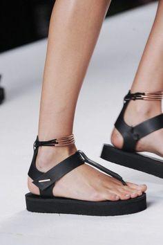 sandales noires design moderne, sandales plates femme noires pour les femmes modernes