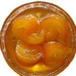 Portakal Reçeli | Hangi Moda Portakalların kabuklarını hafifçe rendeleyin ve kaynar suya atın. Haşladıktan sonra soğuk suyun içine atarak dirilmelerini sağlayın. Sonra portakalları yuvarlar dilimler halinde kesip, çekirdeklerini çıkarın. Şekeri suyun  içinde eritin. Şurup halinegelinceye kadar kaynatın.