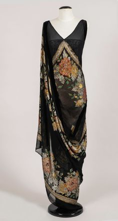 20s Fashion, Girl Fashion, Vintage Fashion, Womens Fashion, Silk Evening Gown, Evening Dresses, Vintage Outfits, Vintage Gowns, 1920s Dress