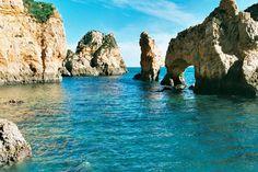 Algarve, un paraíso cercano - via Nosotras.com 18.08.2012 | El Algarve es uno de los lugares preferidos de los españoles. Disfruta de sus playas, sol y sobre todo de su oferta cultural y gastronómica. Portugal nos ofrece lugares mágicos en los que se mezcla la cultura con los parajes naturales, y como muestra de ello tenemos la región del Algarve, al sur del país. Cuando hablamos del Algarve lo hacemos para referirnos a una zona de una belleza incalculable, y que está considerada como la...
