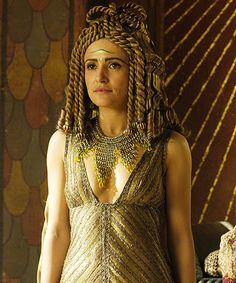 Lyndsey Marsha Cleopatra in the TV series Rome Rome Costume, Egyptian Costume, Movie Costumes, Rome Tv Show, Rome Tv Series, Hbo Series, Rome Hbo, Greek Dress, Egyptian Queen