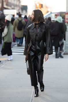 They Are Wearing: New York Fashion Week Fall 2020 celebrity fashion outfit inspiration street style Look Street Style, Nyfw Street Style, Autumn Street Style, Street Styles, New York Fashion Week Street Style, Grunge Street Style, Summer Street, Celebrity Fashion Outfits, Celebrity Style