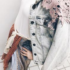 Composições criação e brincadeira com texturas na aula hoje do curso de moda que estou fazendo  . . . . #cute #instablogger #blog #blogger #bloggerlife #photooftheday #picoftheday #vida #selfie #beauty #photo  #instagram #paz #gopro #havingfun #amor #foto #top #like #harmonia #acessorios #thelookface #chic #style #inlove #lookdodia