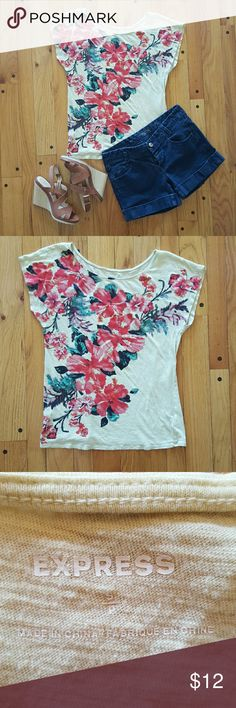 🆕Express floral shirt with sequin detail Very comfortable shirt. Color is yellow with red and green floral detail. Some of the flowers have sequin detail also. Fun summer top. Very good used condition. Only flaw may be some stray threads from sequin, but can easily be cut off and does not impact the sequin at all. Express Tops Tees - Short Sleeve