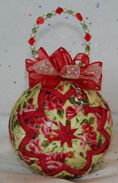 Layers of red and beige burlap decorated with white snowflakes is accented with solid white layers. Red snowflake and solid white ribbons top off this delightful ornament. Quilted Christmas Ornaments, Christmas Cover, Snowflake Ornaments, Christmas Balls, Snowflakes, Quilted Fabric Ornaments, Christmas Patchwork, Ornament Crafts, Holiday Crafts