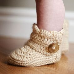 a free pattern to create crochet wrap around button infant boots, in two sizes, link to the larger baby size in the post.