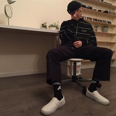 """Gefällt 429 Mal, 9 Kommentare - Alex Tomlinson (@a.tomlinson_) auf Instagram: """"Sleepy gang"""" Skater Outfits, Boy Outfits, Indie Outfits, Skater Boy Style, Daily Street Looks, Boy Fashion, Fashion Edgy, Mens Fashion, Aesthetic Fashion"""