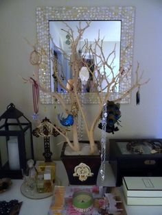 Several months ago, I showed off how I display my jewelry {post found here }...I got a lot of great feedback on this little jewelry tree in...