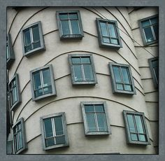 windows on angled building - Dancing house, Prague, Czech rep. designed by Croatian-born Czech architect Vlado Milunić in co-operation with Canadian architect Frank Gehry Interesting Buildings, Amazing Buildings, Architecture Old, Architecture Details, Stairs Window, Green Apartment, Through The Looking Glass, Door Knockers, Closed Doors