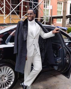 Men and turtlenecks, an undercelebrated relationship. The best fall and winter fashion advice I can think of for men is to just wear more turtlenecks! Puff Daddy, Maybach, Fashion Advice, Rap, Hip Hop, Winter Fashion, Suit Jacket, Normcore, Turtle Neck