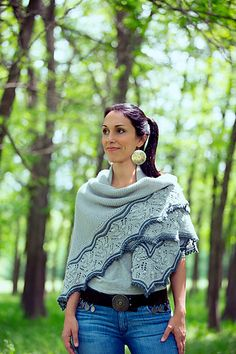 Interpretations is the first design collaboration between Joji Locatelli and Veera Välimäki; a magical collection featuring 12 patterns. Knit Cowl, Knitted Shawls, Knit Crochet, Knitted Scarves, Knitting Designs, Knitting Patterns, Shawl Patterns, Chunky Yarn, Knitting For Beginners