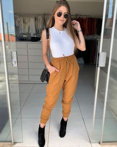 Pin on Outfits Simple Outfits, Trendy Outfits, Cute Outfits, Look Fashion, Girl Fashion, Fashion Outfits, Fashion Trends, Hijab Fashionista, Feminine Style