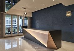 Wooden gold and black with indirect light Hotel Reception Desk, Office Reception Design, Modern Reception Desk, Office Table Design, Modern Office Design, Lobby Reception, Modern Offices, Interior Design Minimalist, Salon Interior Design