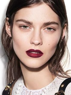 Burberry runway make-up: Amber Anderson with oxblood lips