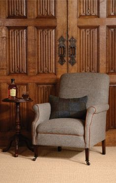 An Edwardian style sofa upholstered in Harris Tweed from Tetrad with elegant curves and simple lines,. Sofa Upholstery, Upholstered Chairs, Living Room Chairs, Home Living Room, Lounge Chairs, Tetrad Sofa, Sofa Furniture, Furniture Design, Quality Sofas