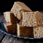 Jamacian Coconut Cornbread USE: cup Brown Sugar cup white sugar tsp cinnamon can coconut milk cup shredded coconut Gluten Free Treats, Gluten Free Recipes, Canned Coconut Milk, What's For Breakfast, Jamaican Recipes, Cornbread, Sweet Treats, Favorite Recipes, Baking