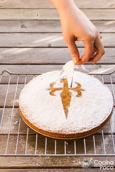 - Tarta de Santiago – Traditional recipe step by step New Years Eve Dessert, Spanish Dishes, Easy Eat, Latin Food, Pastry Cake, Almond Recipes, Christmas Desserts, Cakes And More, Marsala