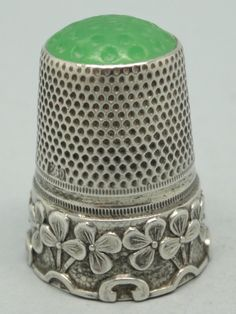 Silver and green stone on the top. 800. Thimble-Dedal-Fingerhut.