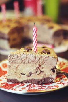 Frozen Reese's Peanut Butter Pie (Only 189 Calories per slice)