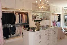 Lisa Vanderpump's (and Giggy's!) Mansion in Beverly Hills - Hooked ...