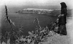 Σαντορίνη 1930. Nelly's. Αρχείο Μουσείου Μπενάκη 1930, Islands, Painting, Art, Art Background, Painting Art, Kunst, Paintings, Performing Arts